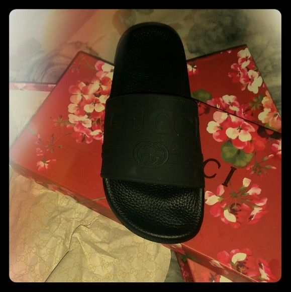 4e33394e7 All black Gucci slides. Unisex